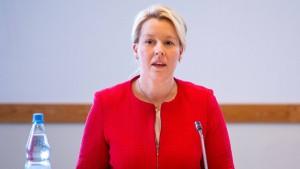 Giffey will Ampel-Koalition und Rot-grün-rot sondieren