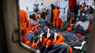 Insassen im Gefängnis für Anhänger des Islamischen Staates in Al Hassakeh, Syrien