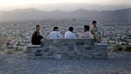 Ein anderer Lebensstil als früher: Junge Afghanen über den Dächern von Kabul
