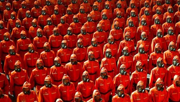 Nordkorea hält nächtliche Militärparade ab
