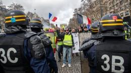 Mann verliert Hand bei Protesten in Paris