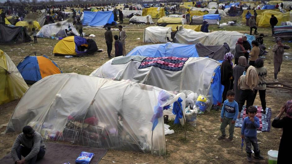 Migranten im März an der türkisch-griechischen Grenze