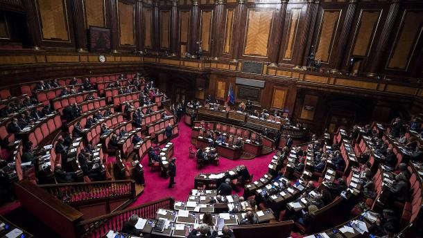 Abstimmung über Haushalt: Weg frei für Neuwahlen in Italien