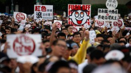 Tausende demonstrieren gegen prochinesische Medien