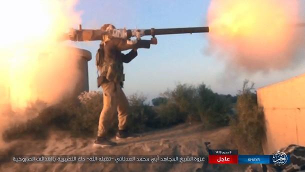 Bayerns Innenminister: IS-Kämpfern sollten Pässe entzogen werden