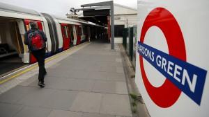 Britische Polizei nimmt drei Verdächtige fest