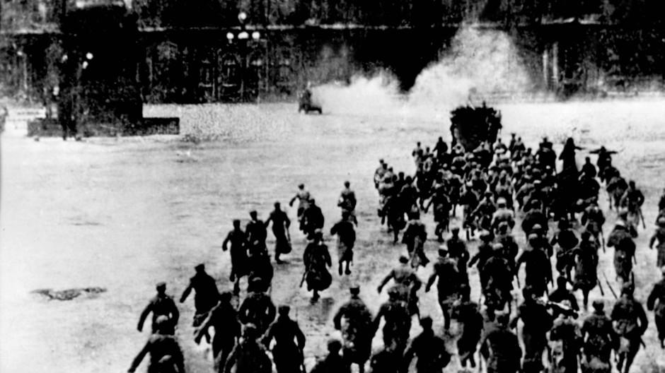Mit der Einnahme des Winterpalais in St. Petersburg am 7. November 1917 sicherten sich die Bolschewiken die Macht in Russland