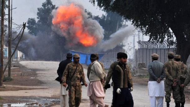 Viele Tote bei Terrorangriff in Peshawar