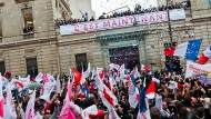 Das waren noch Zeiten: Sozialisten feiern vor der Parteizentrale nach Hollandes Wahlsieg im Mai 2012.