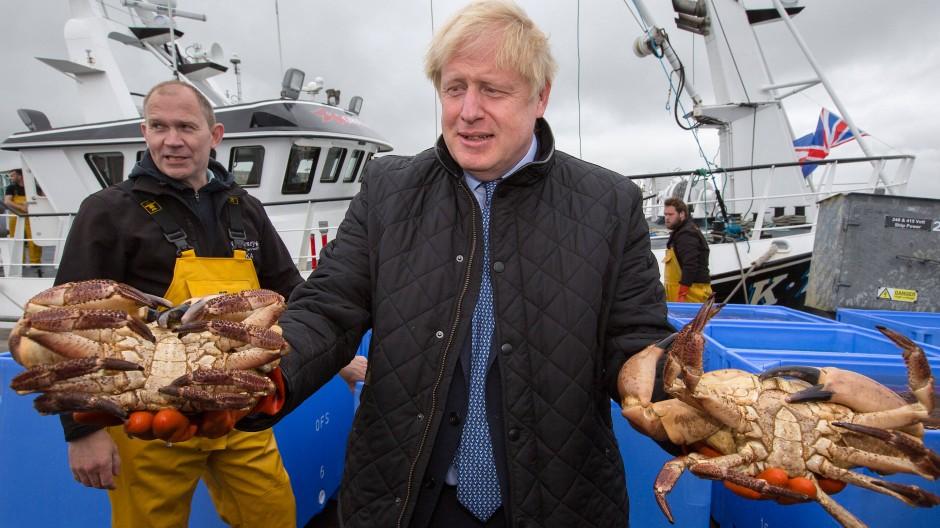 Alle Hände voll zu tun: Boris Johnson auf Stippvisite in Schottland Ende Juli.