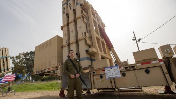 Israel schießt syrisches Kampfflugzeug ab