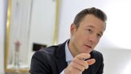 Gernot Blümel will Asylzentren im Ausland schaffen.