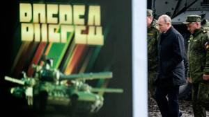 Putin verspricht Stärkung der Armee