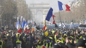 """Merkel kritisiert """"Zerstörungswut"""" in Paris"""
