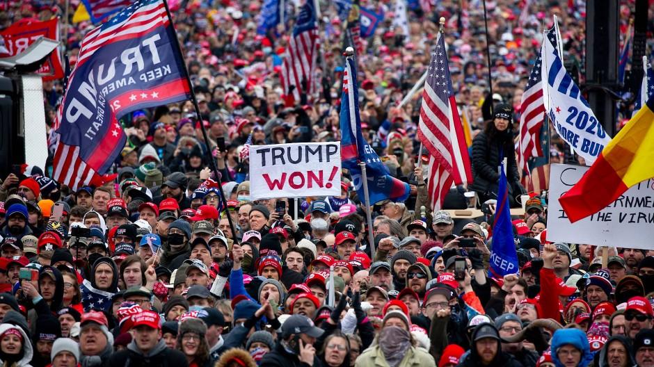 Trump-Anhänger bei dessen Rede vor dem Kapitolsturm am 6. Januar in Washington