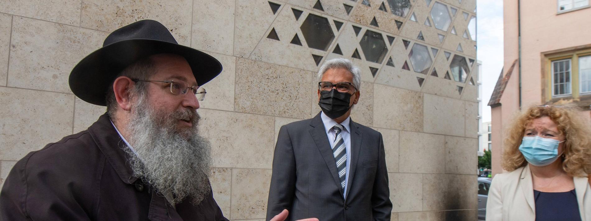 """Kretschmann verurteilt """"niederträchtigen Anschlag"""" auf Synagoge in Ulm"""
