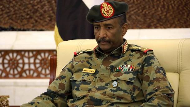General erklärt Regierung für aufgelöst