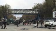 Ort des Anschlags: Sicherheitskräfte in Kabul