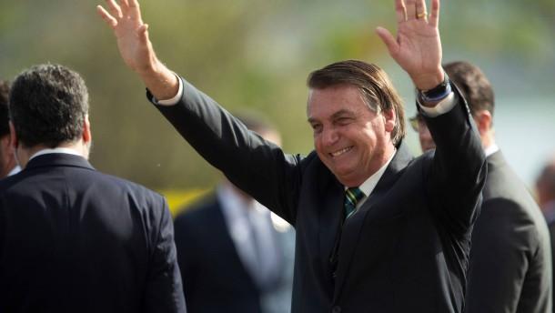 Warum Bolsonaro eine mögliche Corona-Impfung blockiert