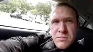 Ein Bild aus dem im Internet verbreiteten Video zeigt den mutmaßlichen Schützen des Angriffs auf die Al-Noor-Moschee in Christchurch.