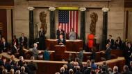 Applaus, Applaus: Stoltenberg am Mittwoch bei einer gemeinsamen Sitzung von Senat und Repräsentantenhaus.