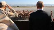 Zu früh gefreut?: Nach Moskaus Siegesverkündung über den IS nahmen die Angriffe auf russische Basen in Syrien wieder zu.