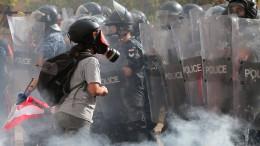 Demonstranten stürmen Außenministerium in Beirut