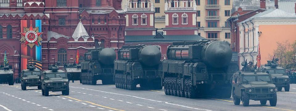 Drei Raketen vom Typ Topol im Mai bei der Parade zu Ehren des Sieges im Zweiten Weltkrieg auf dem Roten Platz in Moskau.