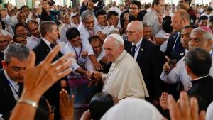 Papst beendet seine heikle Reise