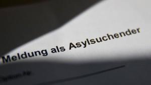 Hunderte Amtsträger wollen Asyl in Deutschland