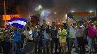 Gegen eine Erhöhung der Sozialversicherungsbeiträge: Demonstranten in der Nacht in Managua