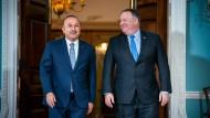 Sprechen über Auslieferung: Der türkische Außenminister Mevlut Cavusoglu und sein amerikanisches Gegenüber Mike Pompeo
