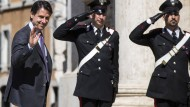 Sieht sich als Anwalt des Volkes: Giuseppe Conte am Donnerstag auf dem Weg ins Parlament.