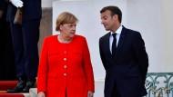 Merkel und Macron in Meseberg Anfang der vergangenen Woche. Macron gibt der Bundeskanzlerin in der Asyldebatte Rückendeckung.