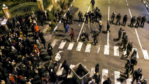 Iranische Polizei will nicht auf Protestler geschossen haben