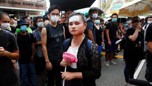 Protestaktion gegen Angriffe von Schlägertrupps