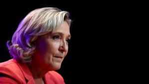 Gericht gibt eine Million Euro für Le Pens Partei frei