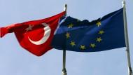 EU-Politiker warnen davor, die EU-Beitrittsverhandlungen mit der Türkei abzubrechen.