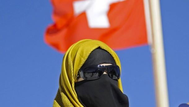 Schweizer stimmen über Verhüllungsverbot ab