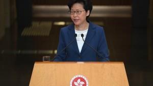 Carrie Lam schließt Eingreifen Chinas nicht aus