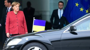 """""""Die Bundesregierung wird der Ukraine zur Seite stehen"""""""