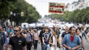 Demonstrant stirbt nach Polizeikontrolle in Berlin