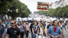 """""""Querdenker"""" protestieren in Berlin gegen Corona-Maßnahmen"""