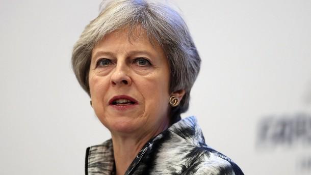 Einhegung von Kritikern: May droht mit Neuwahl