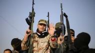 Palästinenser zeigen ihre Waffen im Gazastreifen