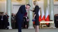 Formvollendet: Duda und die neue Finanzministerin Teresa Czerwinska