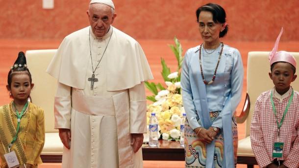 Papst mahnt zu Achtung aller ethnischen Gruppen