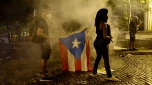 Gewalttätige Demonstrationen gegen Regierung