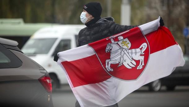 Rot-Weiß-Rot gegen Lukaschenka