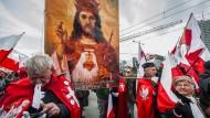 Gottesvolk: Nationalisten, Rechtsextreme und Abtreibungsgegner feiern am 11. November 2017 Polens Unabhängigkeitstag.